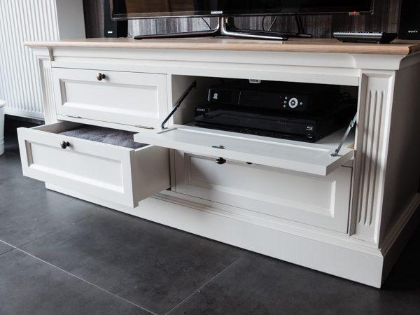 TV-meubel met eikenblad op maat gemaakt