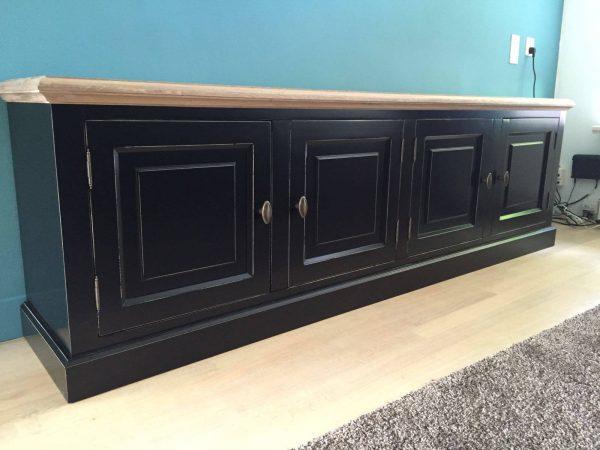 Landelijk tv meubel op maat gemaakt zwart met vergrijsd eikenblad